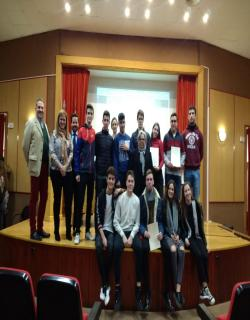 Alumnos/as de 2º de Bachillerato de la materia de Dibujo Técnico, recogieron su premio