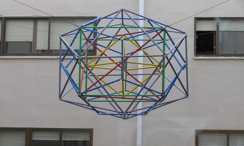 ¡geometría al poder ! el omnipoliedro de nuestro patio interior