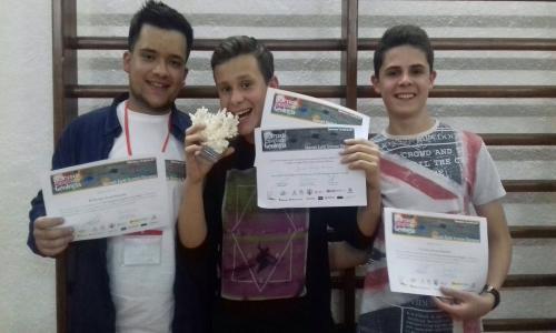 Ignacio Rodrigo con los otros dos alumnos conquenses seleccionados en la fase provincial.